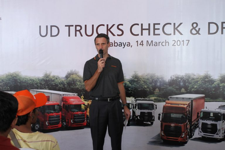 UD Trucks Gelar 'Check and Drive' Truk Quester di Surabaya