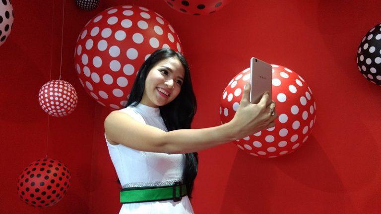 Dual Camera Selfie dengan Dukungan Wide Angle 120 Derajat Jadi Amunisi OPPO F3 Plus