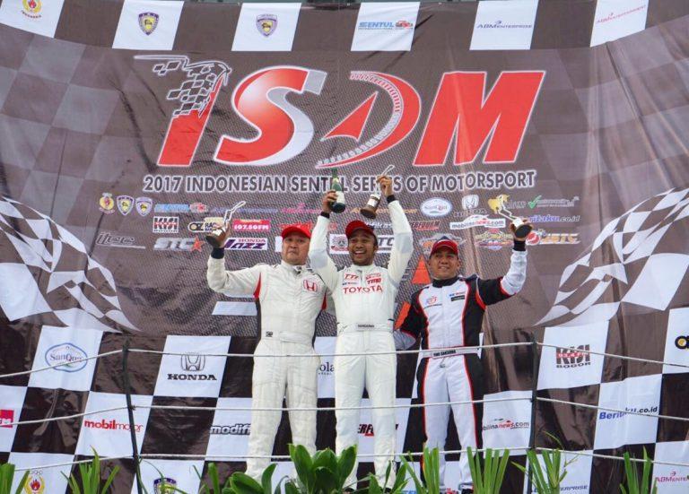 Toyota Team Indonesia Rebut Posisi 1 di Kejuaraan Touring Nasional