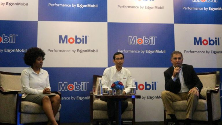 ExxonMobill Lubricant Indonesia Luncurkan Mobil SHC Pegasus 30