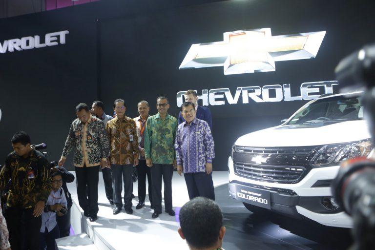 Kunjungi Chevrolet, Jusuf Kalla Diperlihatkan Produk Terbaru The New Chevrolet Colorado