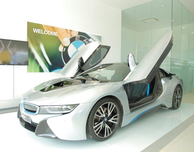 Hanya Dua Hari! BMW Beri Kesempatan Warga Surabaya Test Drive BMW i8