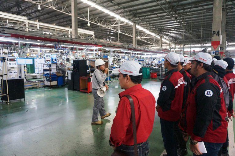 Nissan Kembali Buka Pintu untuk Pelajar dan Guru Lihat Proses Produksi Kendaraan