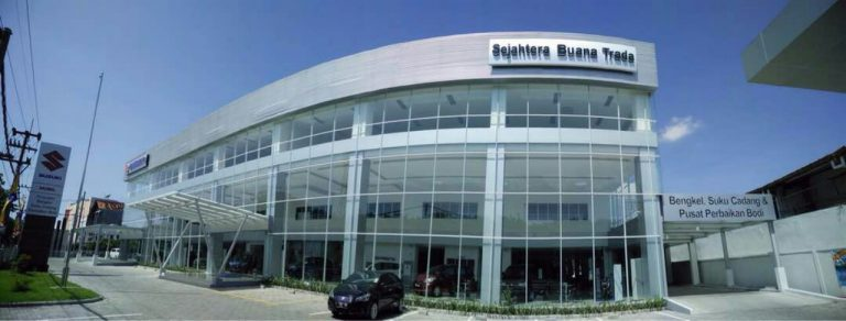 Suzuki Buka Outlet Baru Roda Empat di Kenjeran
