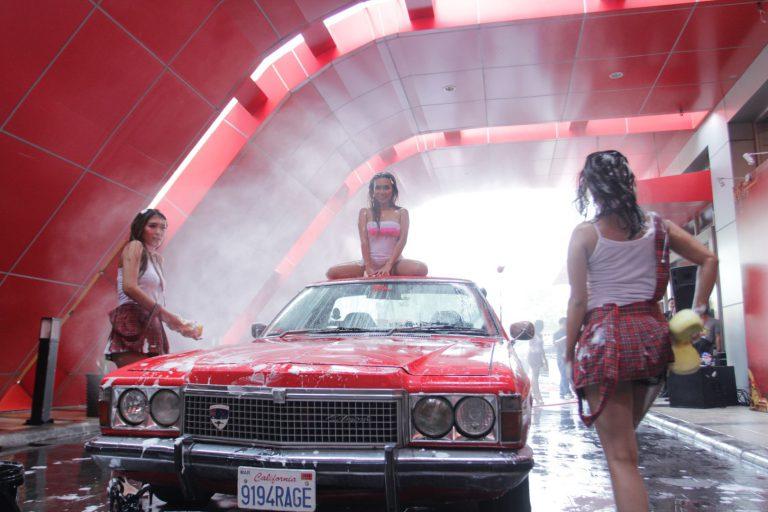 Car Wash Babe, Aksi Cuci Mobil Ramaikan Hari Terakhir POM 2017
