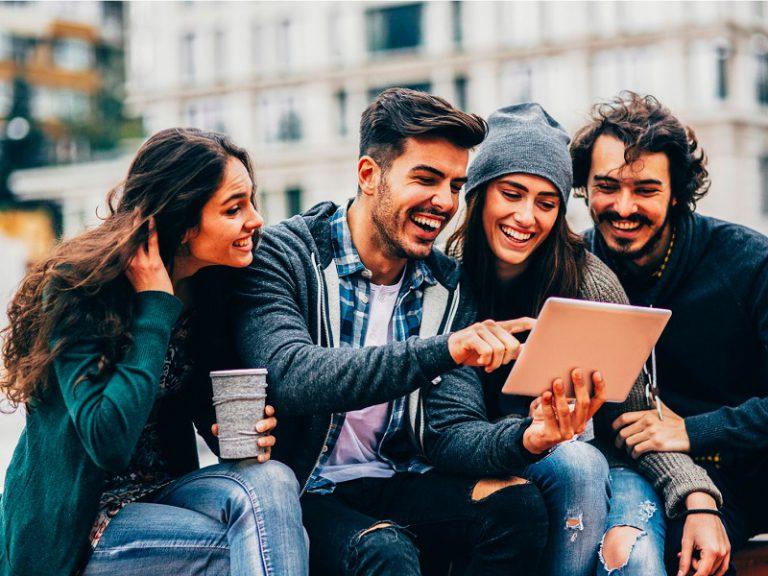 Kaspersky: Anak Muda Lebih Sering Mengumbar Privasi Miliknya