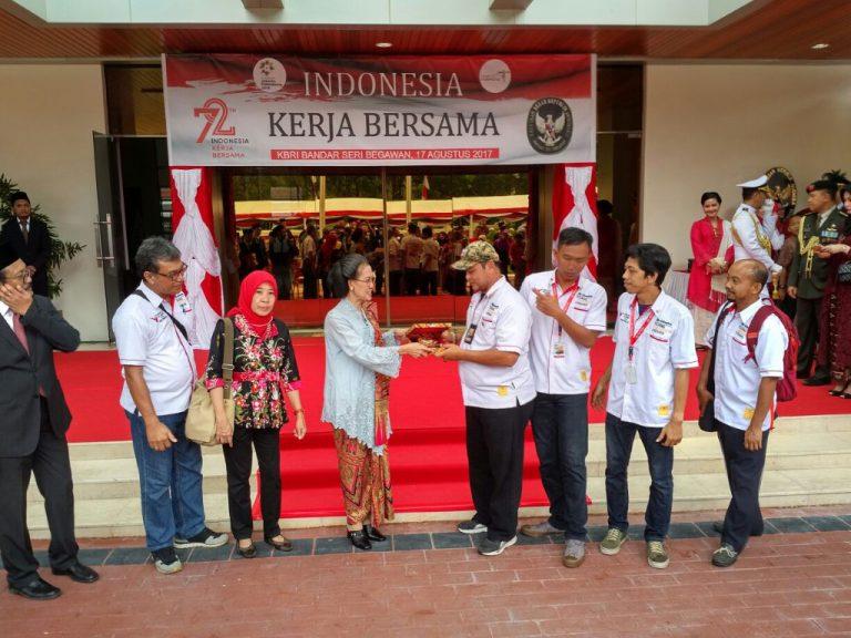 Komunitas Toyota yang Lakukan Journey Kemerdekaan 3 Negara Rayakan HUT RI di Brunei
