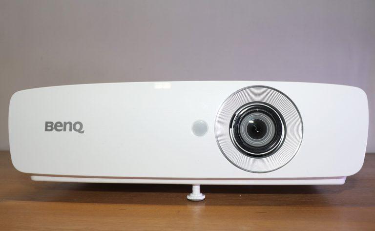Review BenQ W1090: Proyektor yang Bisa Menambah Keakraban Keluarga