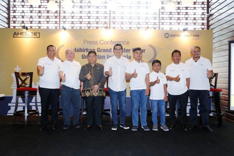 United Tractors Dukung Dua Pecatur Indonesia Berbakat