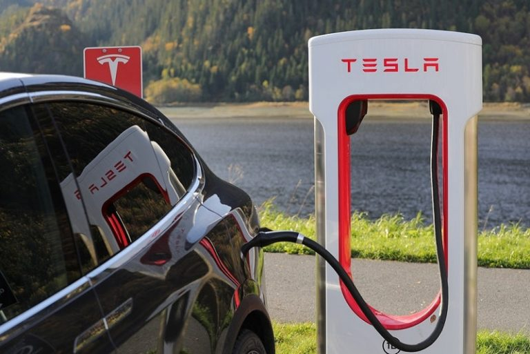 Harga per-kWh Naik, Tesla Cari Untung via Stasiun Supercharger-nya?