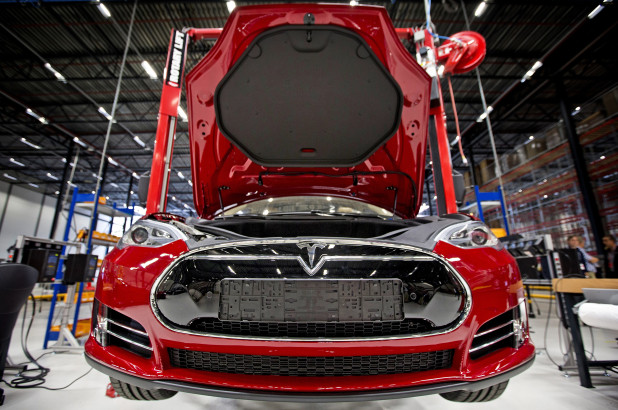 Produksi Tesla Model 3 Tertunda, Musk Damprat Para Robot