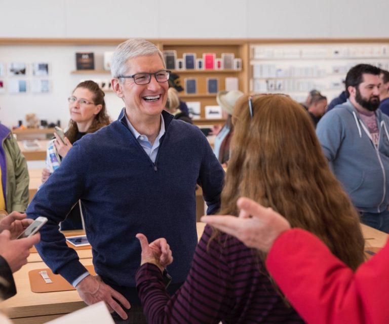 Kenapa Apple Belum akan Menyatukan iOS dengan MacOS? Ini Jawaban Tim Cook