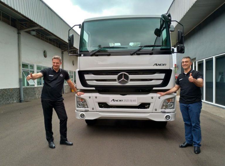 Lebih Terjangkau Mercedes Benz Axor 2523 R 45 Coba Jawab Kebutuhan Angkutan Logistik Tanah Air Mobitekno