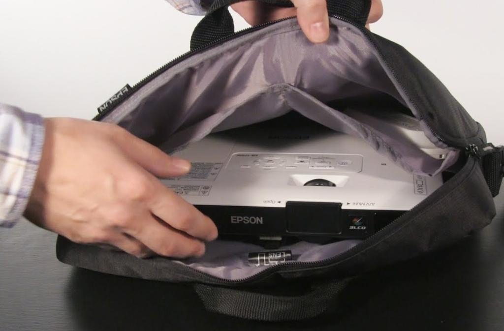 Epson EB-1795F 01 di dalam tas