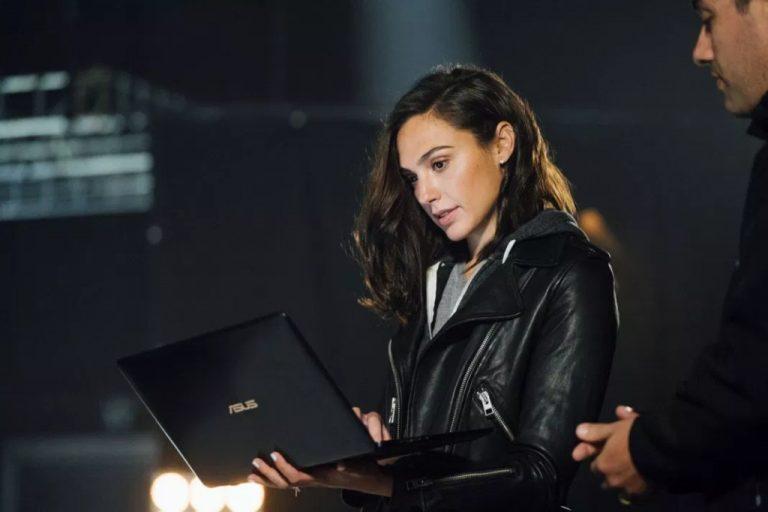 Setelah Menjadi Duta Ponsel Huawei, Gal Gadot Kini Resmi Promosikan Laptop Asus
