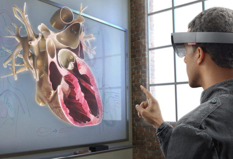 Microsoft Mungkin akan Beralih dari Prosesor Intel ke Qualcomm untuk Headset HoloLens 2
