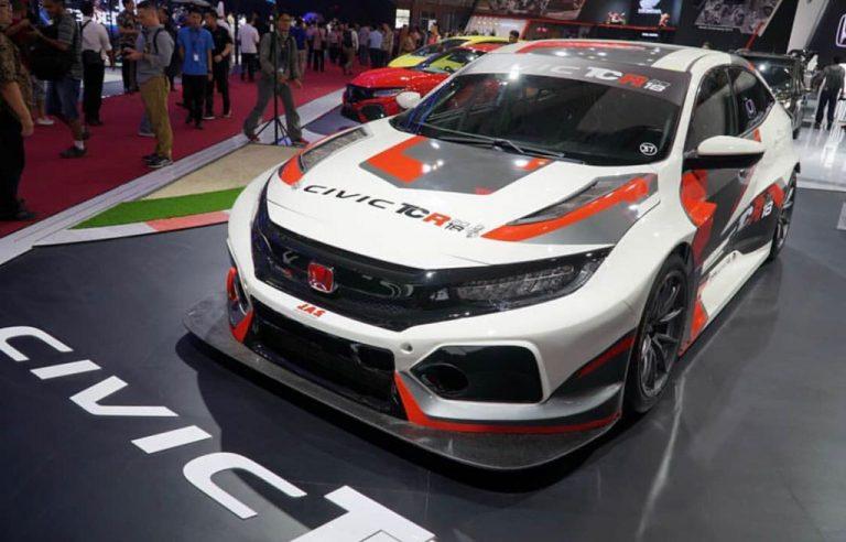 Mobil Balap Honda Civic TCR 2018 Hiasi Ajang GIIAS 2018