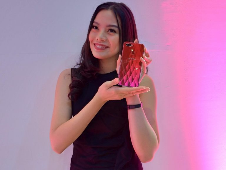 Resmi di Indonesia, Oppo F9 Jagokan Notch Minimalis, Warna Bodi Gradasi, dan VOOC Flash Charge!
