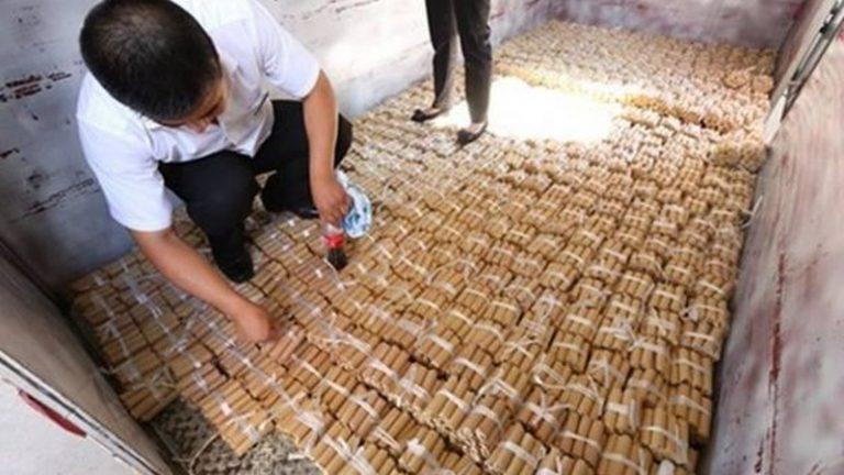 Pria Ini Bayar Tunai Mobil BMW dengan 150 Ribu Koin Senilai Rp 1 Miliar