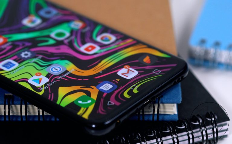 Ketimbang Versi Samsung, Ponsel Pintar Lipat Milik LG Terlihat Lebih 'Seksi'