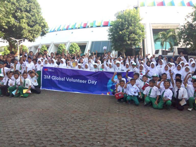 Dukung Hari Lingkungan Hidup,  3M Indonesia Salurkan Donasi Pendidikan dari Limbah Kertas