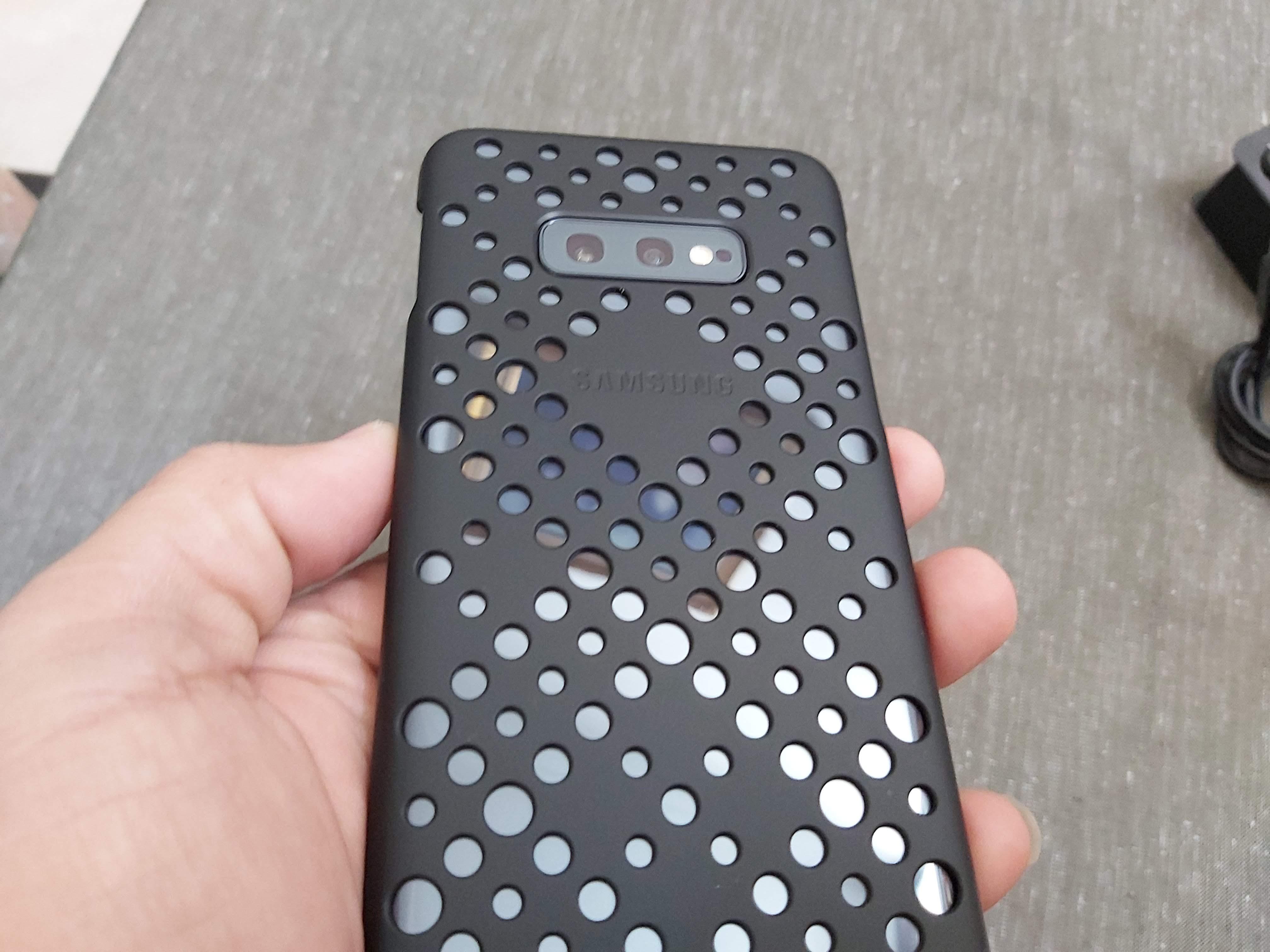 Galaxy S10e desain 2
