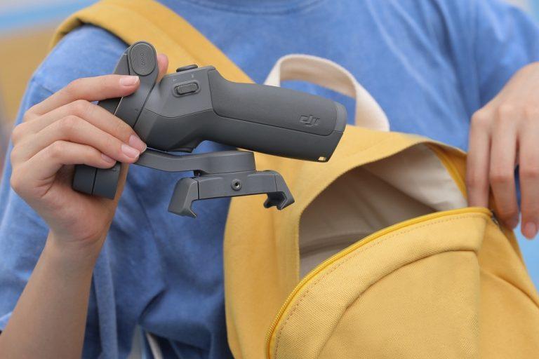 DJI Rilis Osmo Mobile 3. Gimbal untuk Smartphone yang Bisa Dilipat