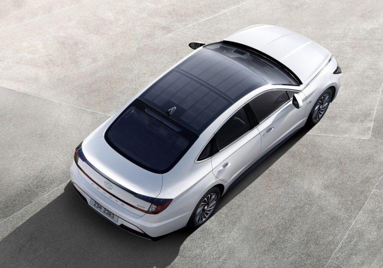 Mobil Pertama Hyundai dengan Atap Panel Surya Mulai Dipasarkan