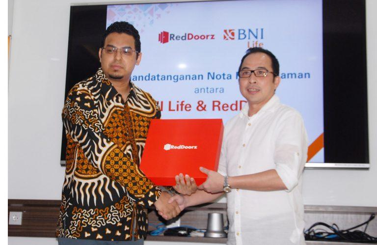 Kembali Jalin Kerjasama dengan BNI Life, RedDoorz Berikan Asuransi Kesehatan Gratis kepada Karyawan Mitra Propertinya