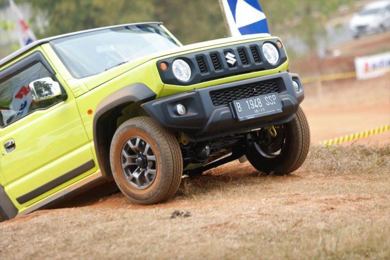 Suzuki Jimny Diuji di Medan Off-Road Pagedangan