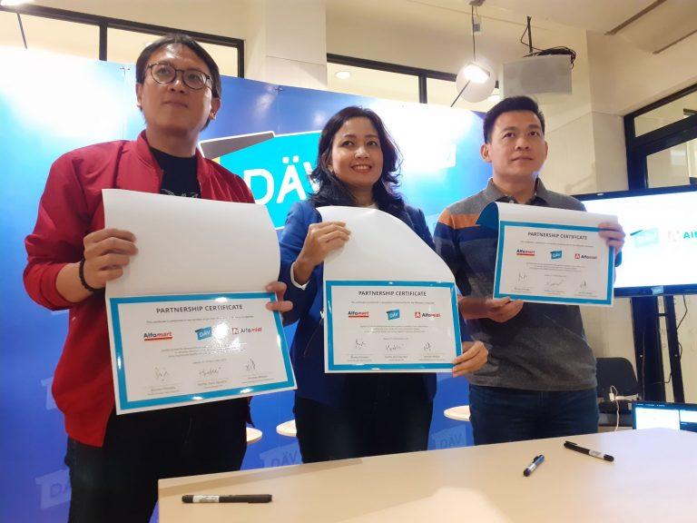 Layar Interaktif DÄV 2.0 Akan Ditempatkan di 10 Ribu Titik Alfamart Seluruh Indonesia
