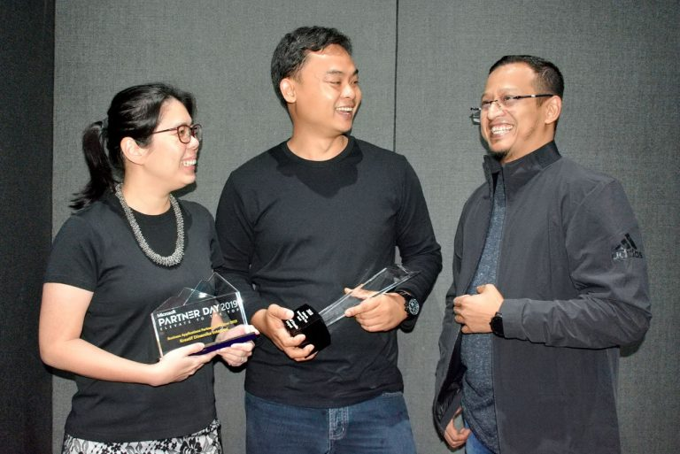 "Implementasikan Solusi Microsoft, PT Kreatif Dinamika Integrasi Raih Penghargaan ""Business Applications Partner of the Year 2019"" dari Microsoft"