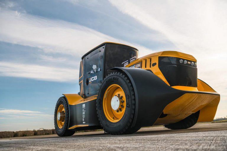 Berkenalan dengan Fastrac Two, Pemegang Guiness World Record sebagai Traktor Tercepat