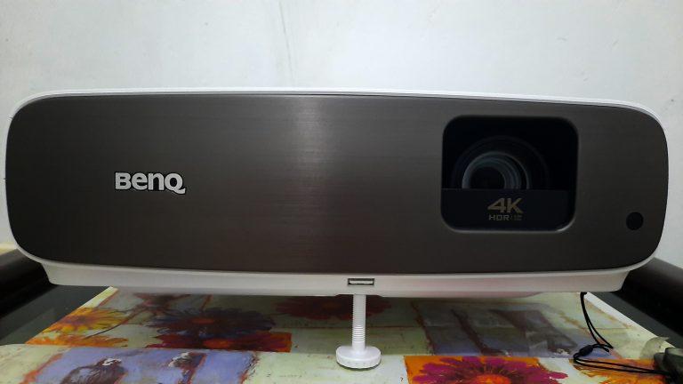Review BenQ W2700, Proyektor 4K Terbaik untuk Bawa Suasana Bioskop ke Rumah