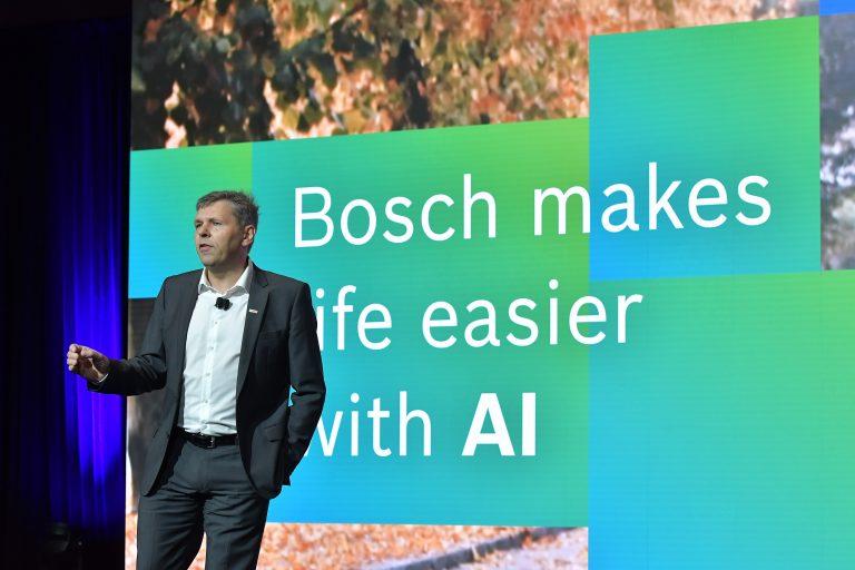 Berbasis Kecerdasan Buatan, Bosch Hadirkan Pelindung Silau Matahari (Visor) Digital