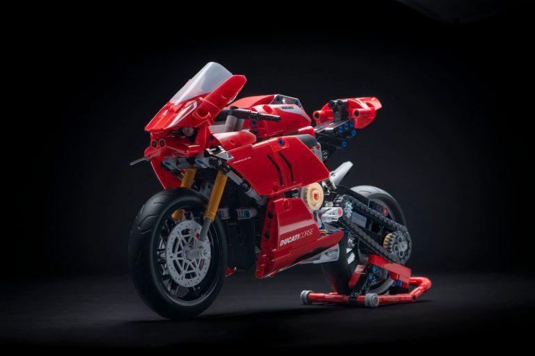 Pertama dalam Sejarah LEGO, LEGO® Technic™ Luncurkan Ducati Panigale V4 R