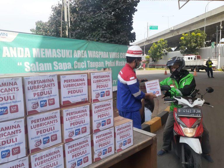 Unit Produksi Pertamina Jakarta Bagi-bagi Sembako Untuk Pengemudi Transportasi Umum