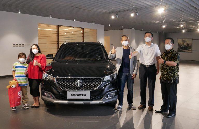 MG Eurokars Serahkan Mobil MG ZS Pertama ke Konsumen