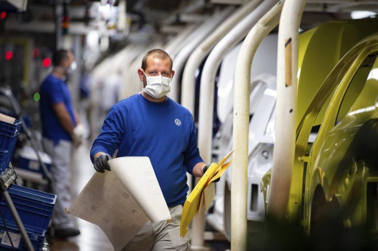 Krisis Coronavirus, Keuntungan Penjualan Mobil VW Anjlok