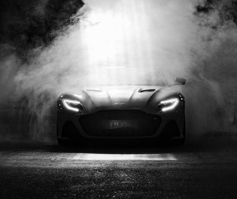 Aston Martin Resmi Gandeng Lenovo Garap Mobil Legendaris
