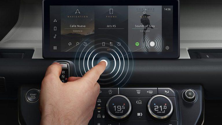 Jaguar Land Rover Pamerkan Teknologi Layar Sentuh 'Tanpa Sentuhan' Berbasis AI