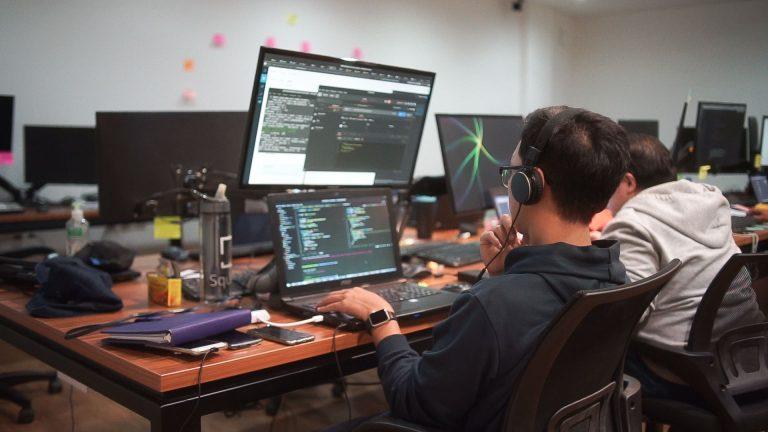 Indonesia Kekurangan Talenta Digital, Begini Strategi Perusahaan Mencari dan Merekrut Tenaga IT Terbaik