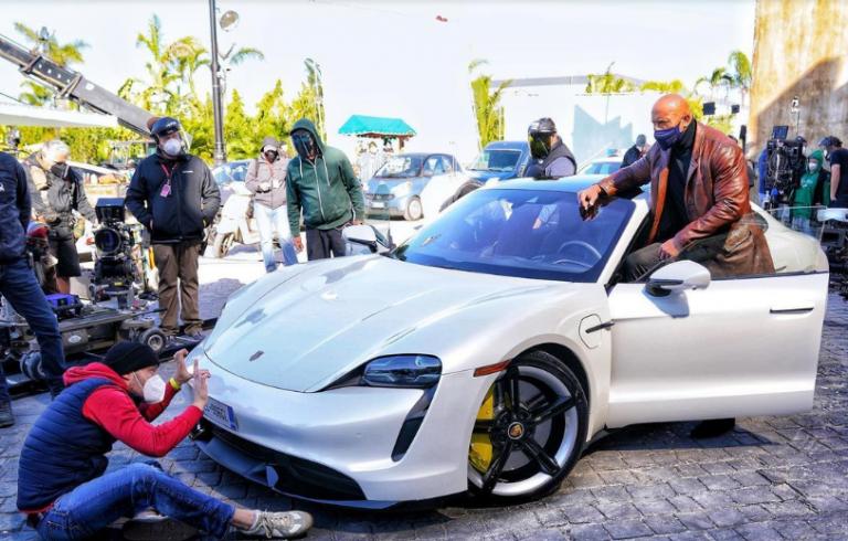 Porsche Taycan Terlalu Sempit Buat 'The Rock'