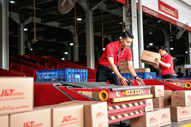 J&T Express Raih Penghargaan Indonesia Most Engage Delivery Services Brand 2021