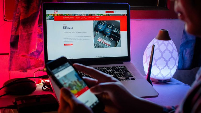 Telkomsel Luncurkan IoT Envion, Solusi Berbasis AI untuk Optimasi Manajemen Energi
