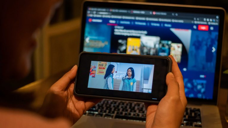 Telkomsel Rilis Drama Orisinal MAXstream 'Kau dan Dia Movie': Cerita tentang Hangatnya Persahabatan