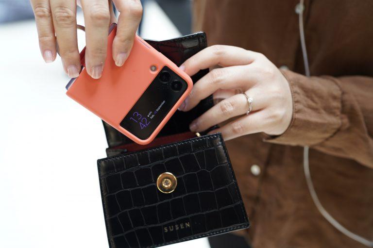 Alasan-Alasan Ini Yang Bikin Galaxy Z Flip3 5G Jadi Idaman Para Fashion Lover